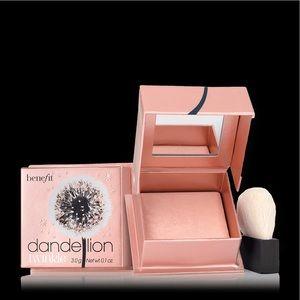 Benefit Dandelion Twinkle highlighter